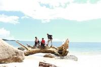 Berfoto-foto di pantai