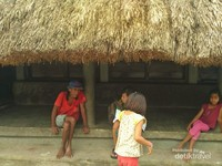 Warga dan anak-anak desa Praijing cukup ramah dan menyambut kedatangan traveler dengan hangat.