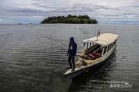 Pemandangan Pulau Dutungan dari Dermaga penyeberangan.