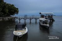 Seperti inilah pemandangan di pagi hari dari dermaga satu pulau Dutungan.