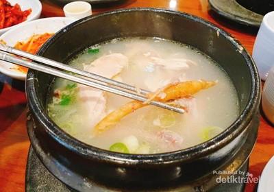 Makan Sup Ayam Isi Ginseng di Korea, Sehat dan Enak!