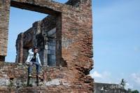 Walau tinggal reruntuhan, tapi tak mengurangi nilai sejarahnya