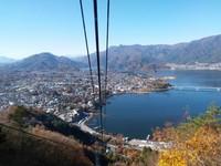 Danau Kawaguchiko nampak jelas saat menuju ke atas
