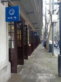 Shikumen selain menjadi tempat tinggal juga menjadi toko, cafe dan bar