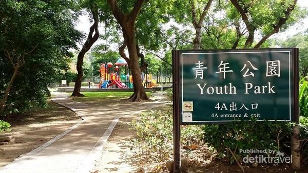 Jalan masuk menuju Qing Nian Gong Yuan atau Youth Park