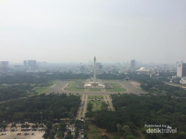 Sisi utara - Taman Monumen Nasional yang cantik dr ketinggian 126 meter