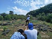 Perpaduan biru nya langit dan hijaunya tanaman di sekitar Kahuripan dijamin bikin wisatawan mau mengabadikan setiap momen.