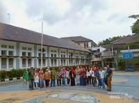 Lapangan Sekolah Dilan