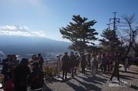 Berbagai spot di Mount Tejo ramai menjadi tempat wisatawan mengabadikan foto