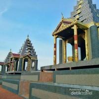 Kuil Buddha dengan Arsitektur Thailand-Myanmar