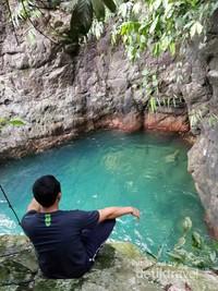 Dari ketinggian pun dasar air tetap terlihat karena jernih