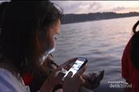 Bercengkrama Ditepi Dermaga
