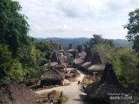 Desa Adat Praijing merupakan salah satu situs budaya di Sumba Barat