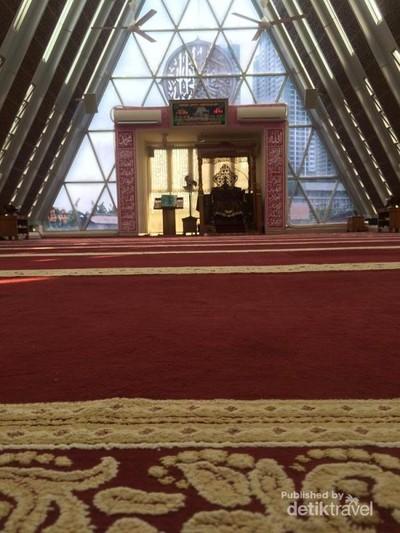 Masjid Segitiga yang Viral di Tanah Abang Karya Ridwan Kamil