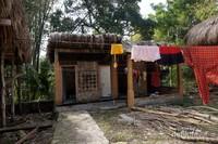 Kamar mandi yang digunakan penduduk desa untuk mandi cuci kakus