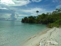 Pantai ini juga masih sepi pengunjung