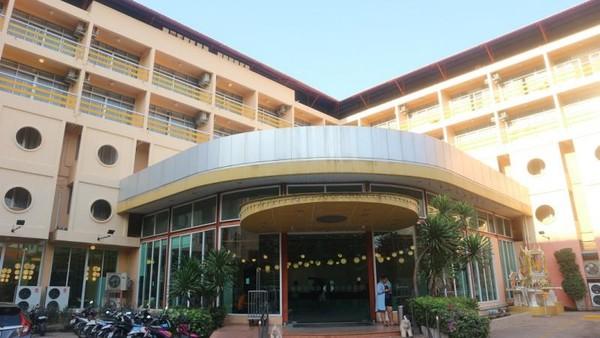 Bagian depan Hotel Bella Express, Pattaya