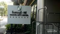 Restoran yang kami kunjungi adalah Canal Restaurant di Hotel Nouvo di kawasan Krung Thep Maha Nakhon