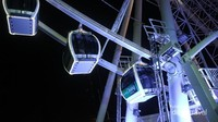 Ferris Wheel ini terdiri dari 42 unit gondola