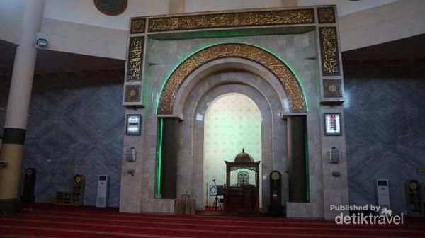 Mimbar Masjid Raya Bandung yang megah