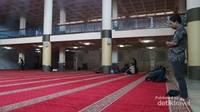 Ruang salat utama Masjid Raya Bandung