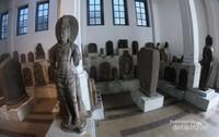 Arca di tempat ini merupakan peninggalan kerajaan Hindu-Buddha, Majapahit dan Mataram Kuno