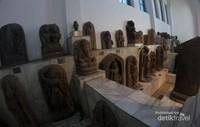 Arca yang ada di tempat ini berasal sejak abad 8-15 Masehi