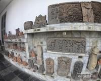 Tidak hanya arca, terdapat juga bagian bangunan dari masa kerajaan Hindu-Buddha dan Majapahit