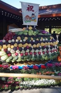 Buah dan sayuran persembahan untuk panen dibentuk sedemikian rupa