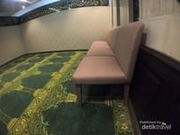 Ruang musala yang nyaman di Almeroz hotel