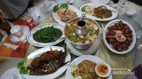 Selain menyajikan hidangan khas Thailand yang nikmat, restaurant ini bersebelahan dengan masjid besar yang nyaman