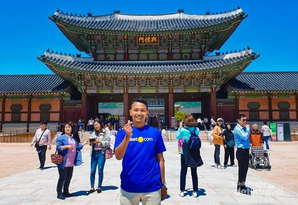 Mengunjungi Gyeongbokgung Palace yang sangat indah dan megah arsitekturnya.