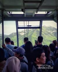 Pemandangan Gunung Seorak dari dalam Cable Car yang sangat indah.
