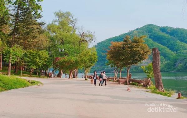 Sungai Han yang tenang dan indah di sekeliling Pulau Nami.