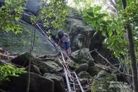 Akses untuk mendaki Batu Baginda.