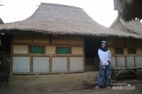 Salah satu rumah penduduk yang bangunannya masih terlihat sangat tradisional.