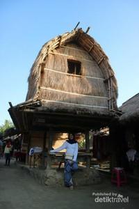 Salah satu bangunan unik di desa Sade.