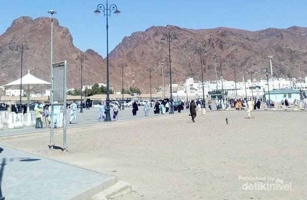 Jabal Uhud, lokasinya tak jauh dari Masjid Nabawi