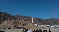 Sebagian pengunjung ada yang naik ke Jabal Uhud