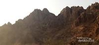 Tak hanya gunung dan bebatuan, di Jabal Magnet juga terdapat wahana motor ATV