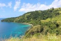 Langit , laut dan hijaunya bukit menjadi pemandangan yang sangat memanjakan mata.