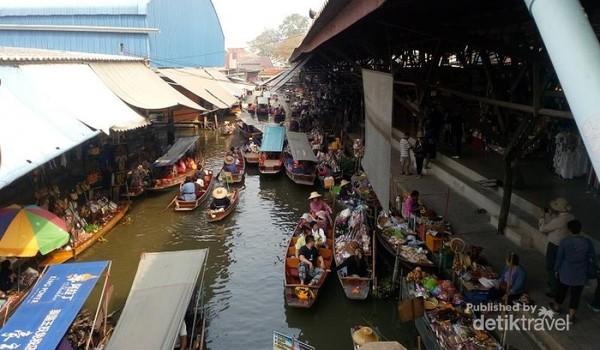 Suasana di salah satu sisi Damnoen Saduak Floating Market