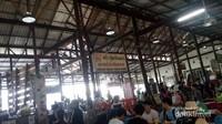Banyak Warung makan di area floating market ini
