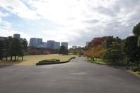 Lingkaran pertahanan utama istana, Honmaru dengan tamannya yang luas