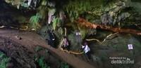 Goa Tenggar di Tenggarejo kecamatan Tanggungung menjadi destinasi cagar budaya lantaran temua fosil  binatang purba(Foto Andri syambudi)