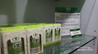 Bahkan deskripsi masing-masing produk di etalase ditampilkan dalam bahasa Indonesia