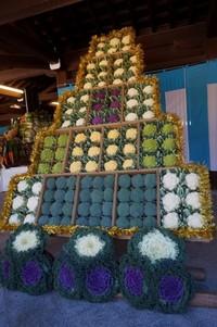 Berbagai sayuran dan buah merupakan persembahan untuk panen