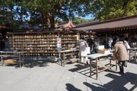 Tempat menuliskan doa dan permohonan di depan kuil