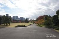 Honmaru, bagian utama pertahanan dari lokasi yang dulunya adalah Edo Castle