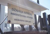 papan nama masjid Indonesia